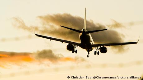 A Boeing 737 taking off