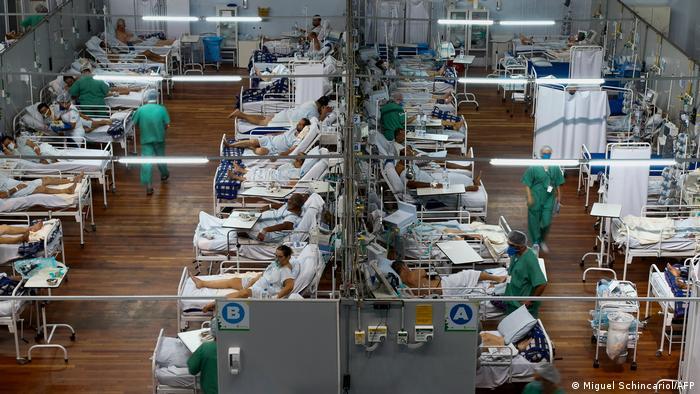 Turnhalle als Krankenhaus in Santo Andre