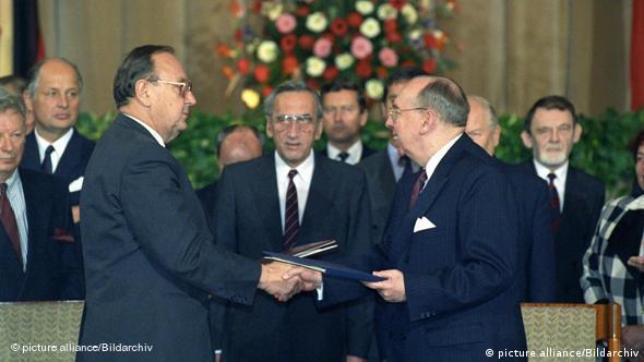 14 listopada 1990 r. ministrowie spraw zagranicznych Polski i RFN podpisali traktat graniczny
