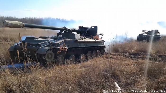 En la primera semana de abril, Rusia comenzó a aumentar la presencia militar en su frontera con Ucrania, como una reacción a las provocaciones de Ucrania, que buscaban intensificar el conflicto entre separatistas rusos y tropas del gobierno ucraniano, afirmó el Kremlin. Pero de acuerdo a observadores de la Organización para la Seguridad y la Cooperación en Europa (OSCE), no hubo tal provocación.