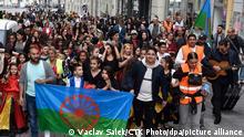 08.04.2019, Tschechien, Brno: People attend Roma Pride march organised within Week of Roma Culture, on International Romani Day, April 8, 2019, in Brno, Czech Republic. (CTK Photo/Vaclav Salek) Foto: Vaclav Salek/CTK/dpa