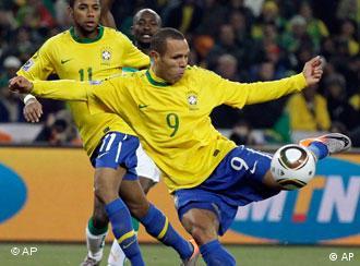 Luis Fabiano foi o autor dos dois primeiros golos do Brasil.