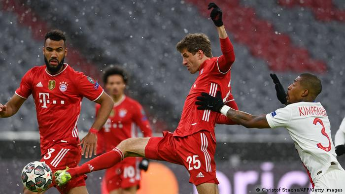 Bayern Munich's Thomas Müller stretches for the ball against PSG