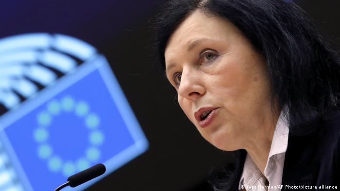 Jourová: Polacy czy Węgrzy nie chcą wrócić do reżimów autorytarnych
