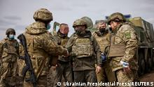 Ukraine Volodymyr Zelensky besucht Donbass