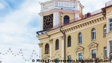 Belarus Minsk | Haus mit Uhr
