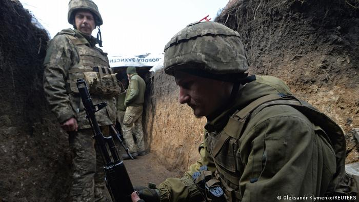 Service members of the Ukrainian armed forces at fighting positions