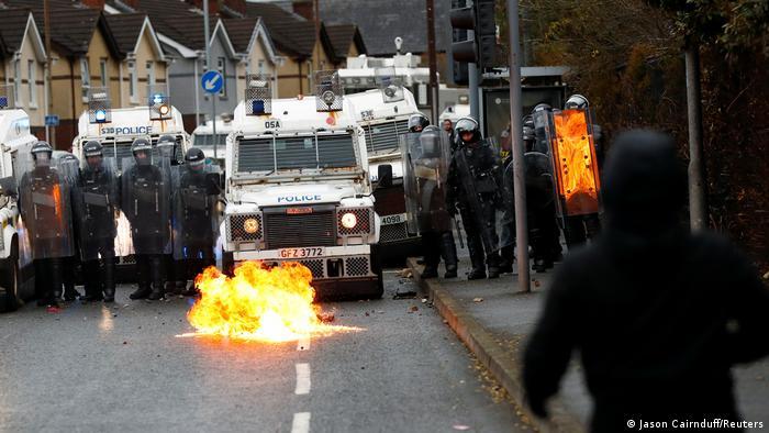 Полицейские перекрыли улицу в Белфасте