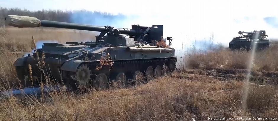 Russian tanks near the Ukraine border