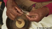 Economia Creativa. Erstsendung 24.04.2021. Die Reportage dokumentiert die Kunst und Tradition der Spinnerei aus La Puna, in Jujuy, Argentinein, eine Aktivität von der einen größen Teil der Bevölkerung lebt. 24.04.2021, Warmi, Spinnerei aus Jujuy, Argentinien. 03.03.2021 Rechte für DW frei.