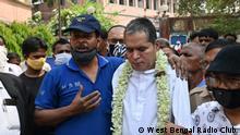Durga Prasad (berbaju putih) dan Ambarish Nag Biswas (berbaju biru)