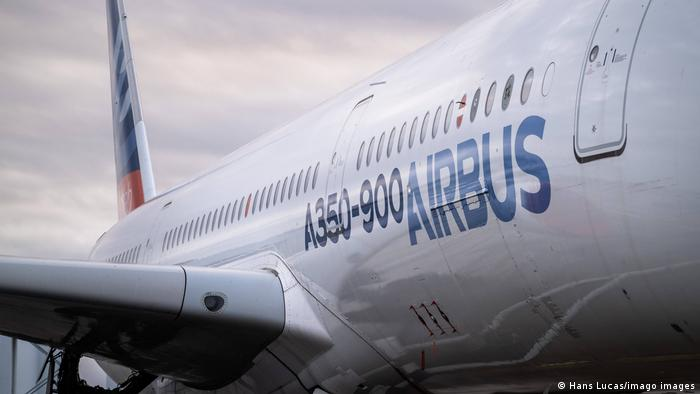 Eine Seitenansicht vom A350 Airbus.