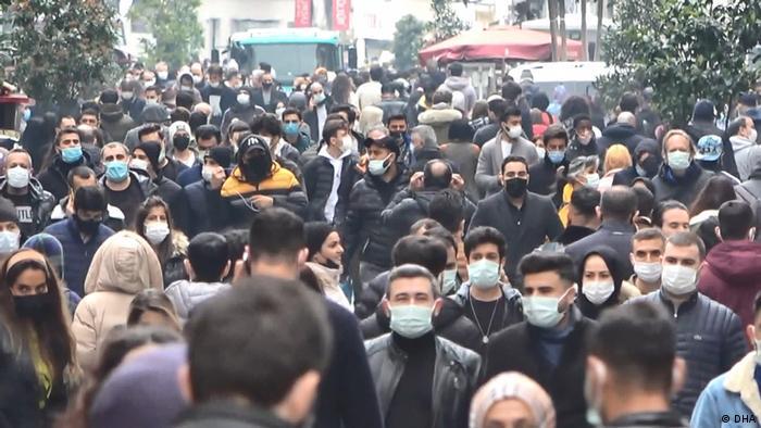 زحام شديد بميدان تقسيم الشهير باسطنبول