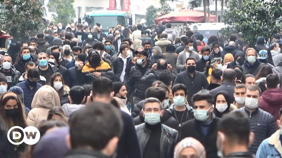 تركيا تتجه لتشديد قيود كورونا وتحذير من انهيار النظام الصحي