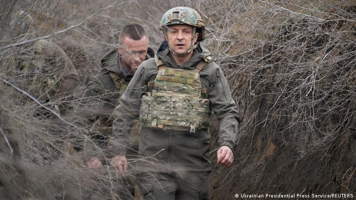 Украйнският президент Володимир Зеленски инспектира украйнските части, разположени в близост до границата с Русия.