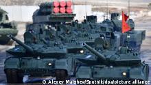 Russland Kampfpanzer T-72B3 Militärparade