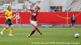 Sjoeke Nuesken scores for Germany