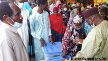 11.04.2021 *** (c) Korrespondent Blaise Dariustone. Präsidentschaftswahl in Tschad Eröffnung der Wahlbüros in N'Djamena.