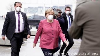 Après 16 ans d'Angela Merkel, la campagne pour mener les conservateurs à la victoire sera difficile pour le candidat retenu