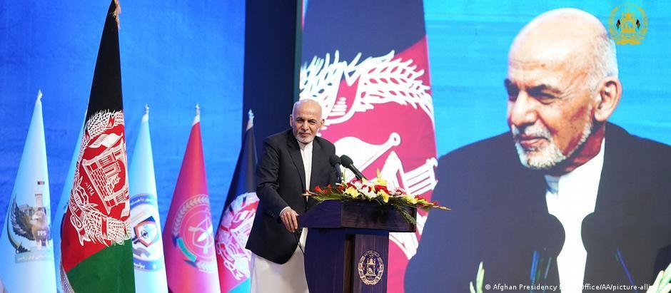 Afghan president Ashraf Ghani gives a speech in Kabul