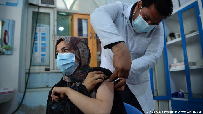 Cepljenje AstraZenekom u ženskom zatvoru u Heratu, Avganistan