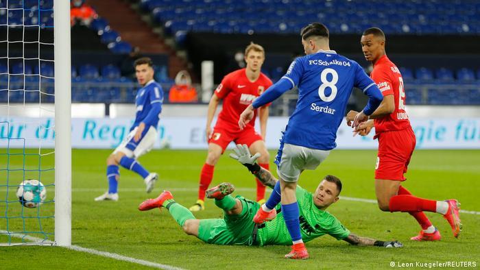 Deutschland Bundesliga - Schalke 04 v FC Augsburg | Suat Serdar