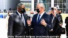 Pentagon chief Lloyd Austin talks to Israel's Benny Gantz