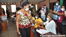 Benin | Präsidentschaftswahl: Präsident Patrice Talons Frau Claudine Gbénagnon bei Stimmabgabe