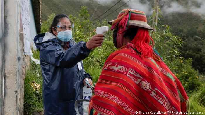 Científicos llaman a aumentar la vigilancia genómica en América Latina. La variante Andina o C.37 es responsable del 80% de las muestras analizadas en Perú en los últimos meses.