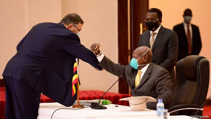Uganda Unterschrift EACOP in Kampala