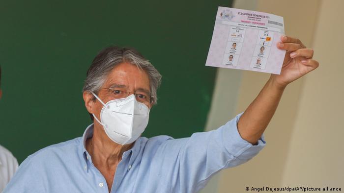 Foto de Guillermo Lasso tras la votación en Ecuador