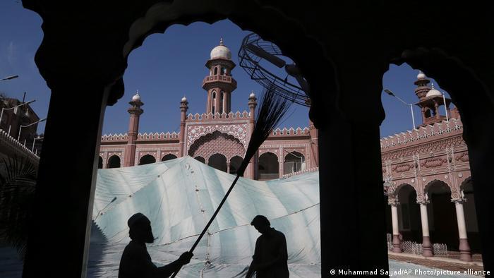 Pembersihan masjid jelang Ramadan