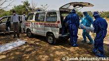 TABLEAU |Bildergalerie Indien Coronavirus | Neu Delhi, Transport Verstorbener
