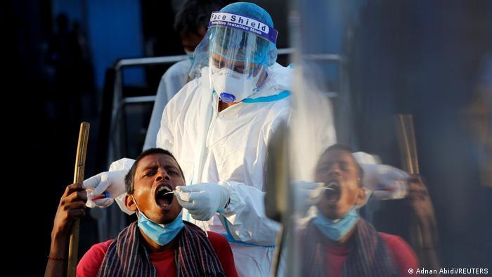TABLEAU |Bildergalerie Indien Coronavirus | Neu Delhi, Test für Obdachlose