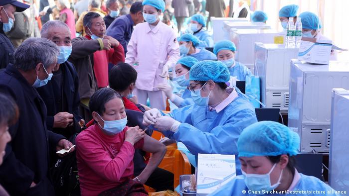Coronavirus China Impfzentrum in Chongqing