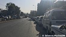 shortage of fuel in Ethiopia as very long vehicles queue were seen waiting at gas stations for petrol Titel: waiting at gas stations for petrol Author/ Foto by Author Solomon Muchie (DW Amharic correspondent) Schlagwörter: Addis Abeba, Ethiopia, Äthiopien, 12.04.2021
