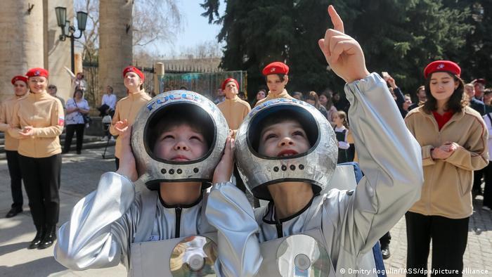 Schoolchildren celebrate Cosmonautics Day