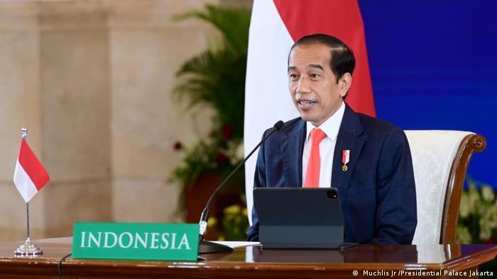Presiden Joko Widodo memberikan sambutan dalam pembukaan Hannover Messe 2021, Senin (12/04)