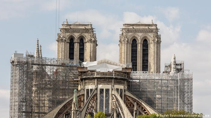 Trabajos de reconstrucción en la catedral de Notre Dame.