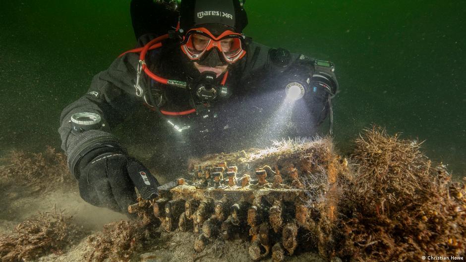 El investigador Huber descubrió una máquina Enigma en el mar