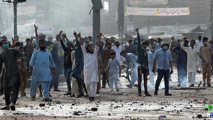 Supporters of Tehreek-e-Labbaik Pakistan (TLP) party protest against the arrest of their leader