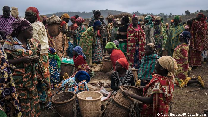 Displaced women at a market in the Biombo IDP camp, DRC