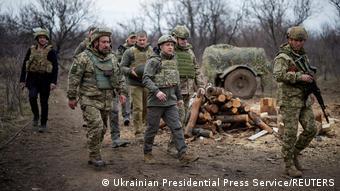На фото: Зеленський під час поїздки на Донбас у квітні 2021 року