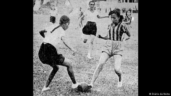 Jogo entre o S.C.Brasileiro e o Valqueire F.C. no campo do Bonsucesso, em maio de 1940