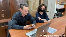 Gerichtsprozess gegen Journalisten der russischen Zeitschrift DOXA in Moskau