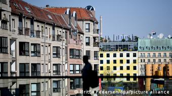 Вид на многоквартирные дома в центре Берлина