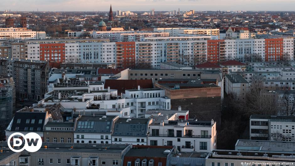 Berlin rent cap overturned by Germany's top court   DW   15.04.2021
