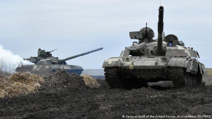 Czołgi ukraińskich sił zbrojnych na ćwiczeniach w pobliżu granicy z zaanektowanym przez Rosję Krymem