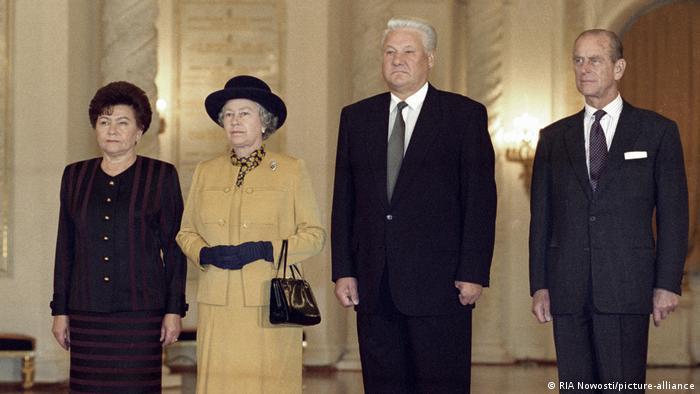 Принц Филипп (справа налево), Борис Ельцин, Елизавета II и Наина Ельцина в Кремле