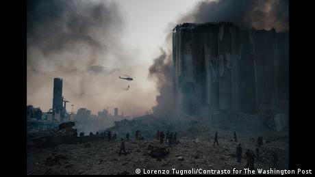Πυροσβεστικό ελικόπτερο πάνω από το λιμάνι της Βηρυτού
